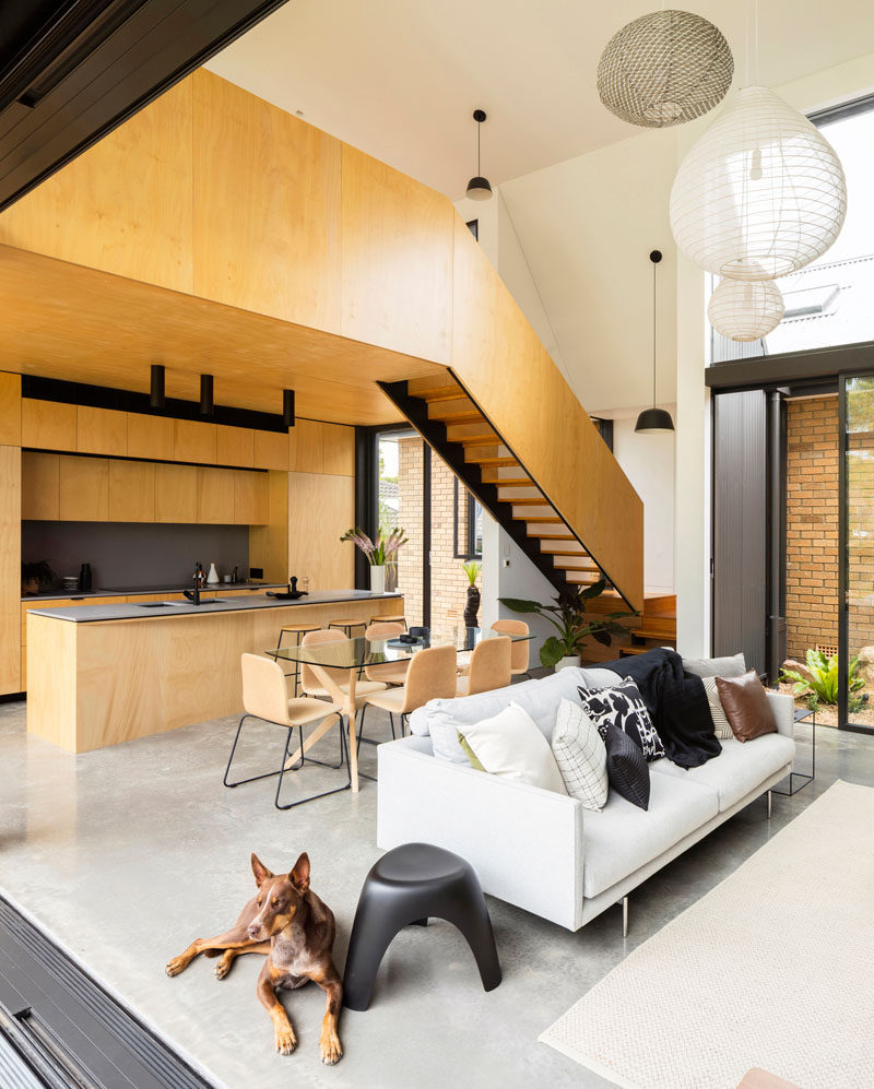 This modern house extension created space for a new kitchen, dining room, living room, and lofted room. #ModernInteriorDesign #