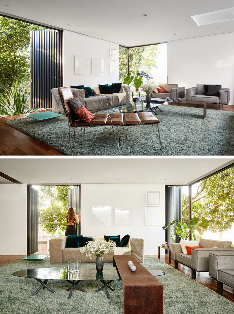 This second floor modern living room takes advantage of the miniwave panels on the exterior of the house, that control sunlight, acoustics and safety. #ModernLivingRoom #Windows