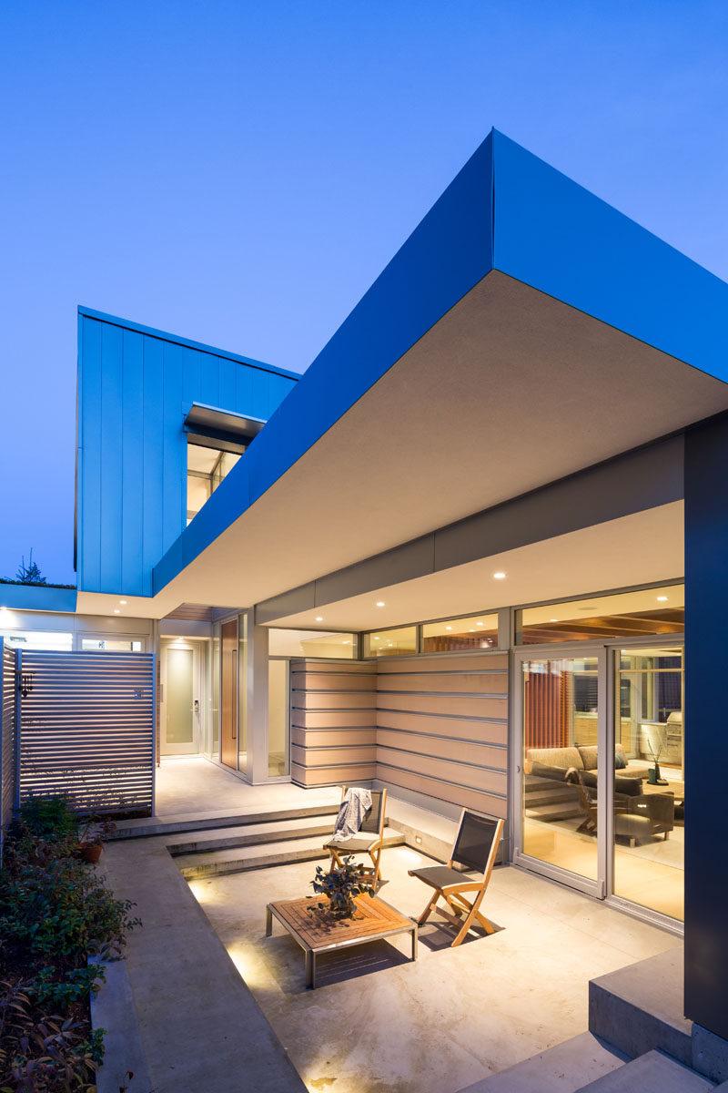 This modern two level home has multiple outdoor areas, like this one that's off to the side of the front door. #ModernHouse #Patio #OutdoorSpace