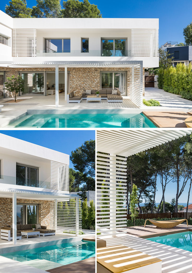 This modern house has a pergola that provides some shade from the sun while lounging outside beside the swimming pool. #Pergola #SwimmingPool #ModernHouse #ModernPergola