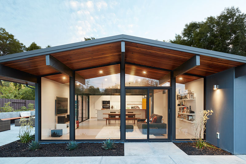 Klopf Architecture have completely remodeled this once dark Eichler house in Palo Alto, California, creating a more open, bright and functional family home. #EichlerRemodel #Architecture #InteriorDesign #WoodCeiling