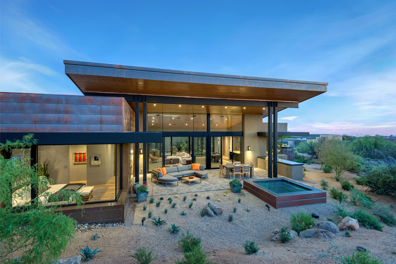 Kendle Design Collaborative have recently completed thePainted Sky Residence, a new modern house that's located in Scottsdale, Arizona. #ModernArchitecture #ModernHouse