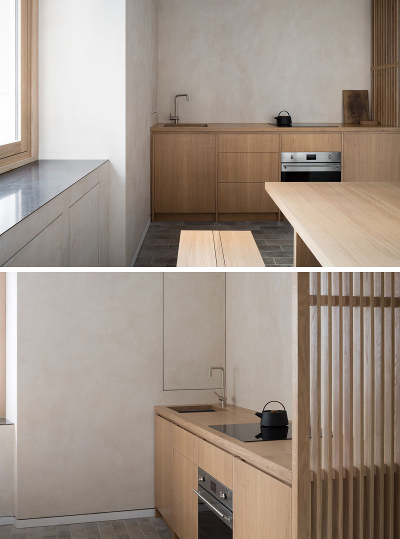All the furniture in this vacation property comes from a single native oak tree in order to achieve consistency in tone and grain, allowing the eye to read the pieces as one. #WoodKitchen #SmallKitchen #MinimalistKitchen