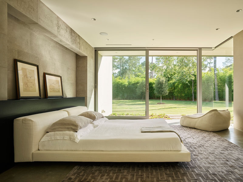 The master suite at the back of this modern house is soothingly minimal, with the bedroom, spa bathroom and study all opening to secluded gardens. #Bedroom #MasterBedroom