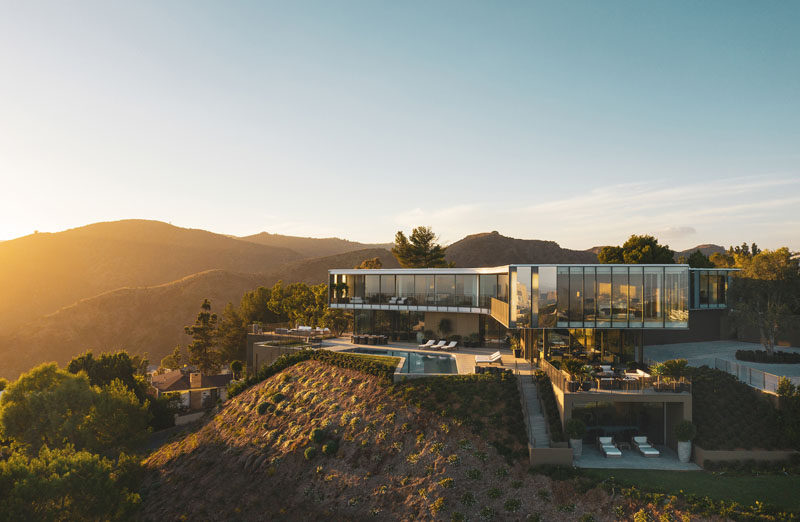 SPF:architects (SPF:a) have recently completed the Orum Residence, athree-level home in Bel-Air, California, thattakes on the shape of a three-winged propeller. #ModernArchitecture #HouseDesign #ModernHouse