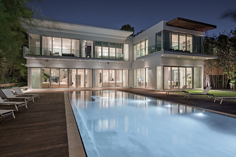 Kobi Karp Architecture & Interior Design has recently completed a Miami Beach waterfront estate, that's situated at the water's edge on La Gorce Island. #ModernHouse #Architecture #SwimmingPool