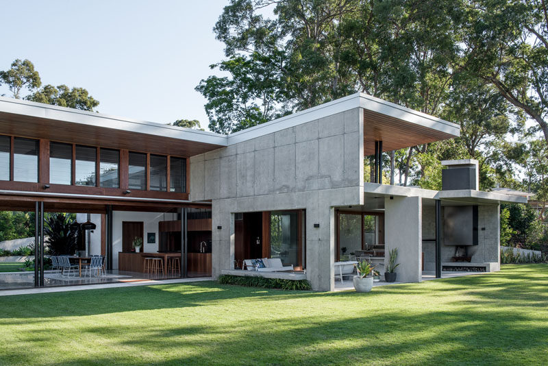Shaun Lockyer Architects (SLa)have designed a modern family home near Brisbane, Australia, that's tucked away on a large bush block. #ModernArchitecture #ModernHouse