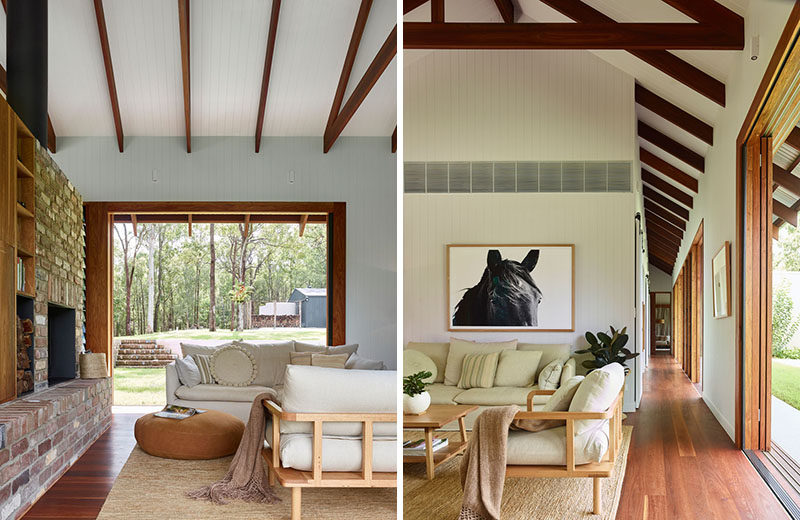 Surrounded by bushland, this modern house in Australia has an open and welcoming interior, with brick and wood elements. #ModernHouse #HouseInterior