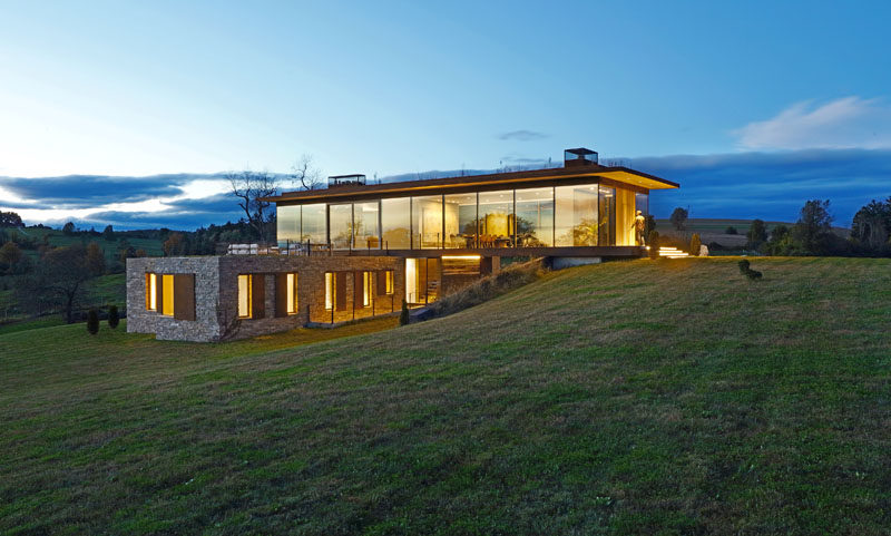 Slade Architecture have designed a new modern home in Stanford, New York, that's situated on a large 220 acre farm. #ModernHouse #ModernArchitecture