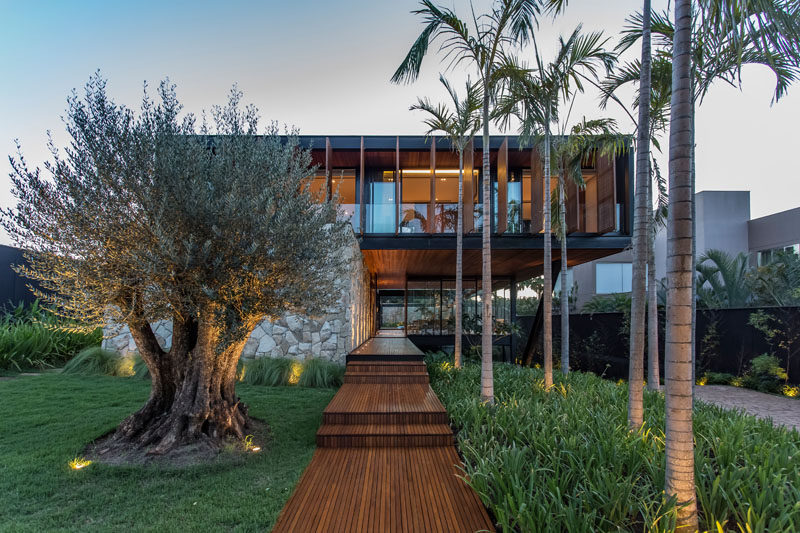 F: POLES architecture have designed the A.B Residence, a new and modern house that's located in Brazil. #ModernHouse #HouseDesign #ModernArchitecture