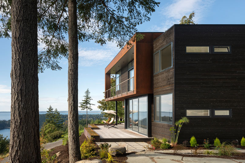 Stephenson Design Collective has designed 'House On The Cove', a modern house with a separate garage and studio, that's located in Bellingham, Washington State. #ModernHouse #HouseDesign #ModernArchitecture