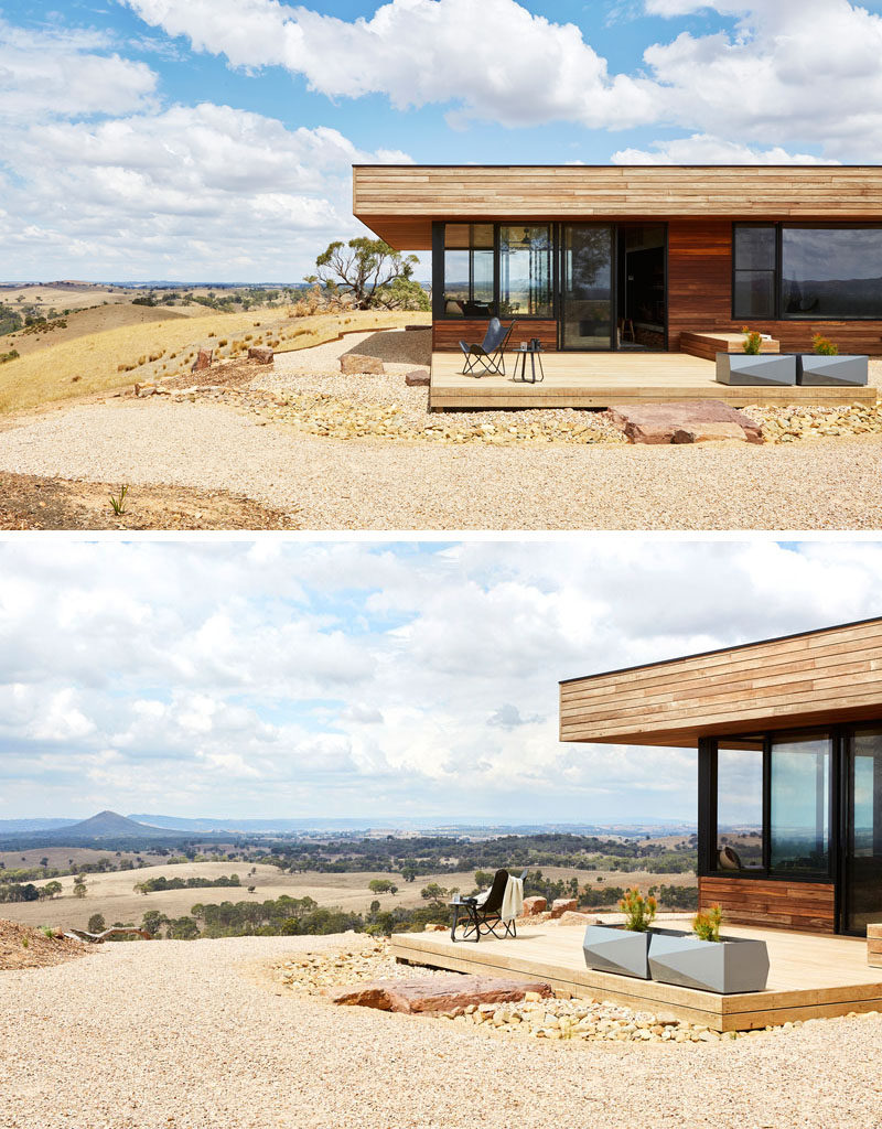 The entire exterior of this modern house is Spotted Gum timber, an Australian hardwood that's so durable that it meets the bushfire requirements and does not need ongoing maintenance. #ModernWoodHouse #ModernArchitecture
