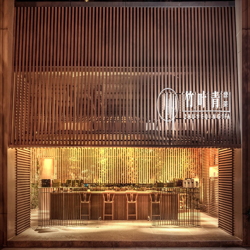 Bamboo and greenery has been used to create a warm and welcoming interior for this tea store in Sichuan, China. #Bamboo #RetailDesign #TeaHouse