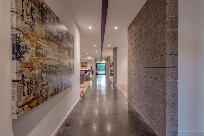 Art is featured all through this modern house and is often emphasized in the hallways. #Hallway #InteriorDesign