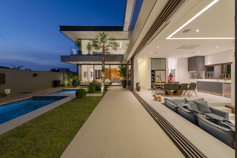 Padovani Architects have designed a new modern house in Campinas, Brazil, for a family of 4 (couple and two daughters), who wanted to have space to entertain as well as relax. #ModernHouse #ModernArchitecture