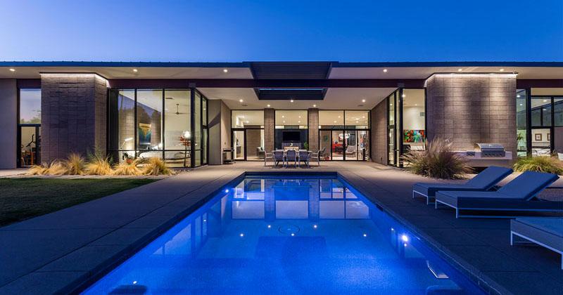 Sandblasted Concrete Blocks Provide This Home With Desert Modern Style