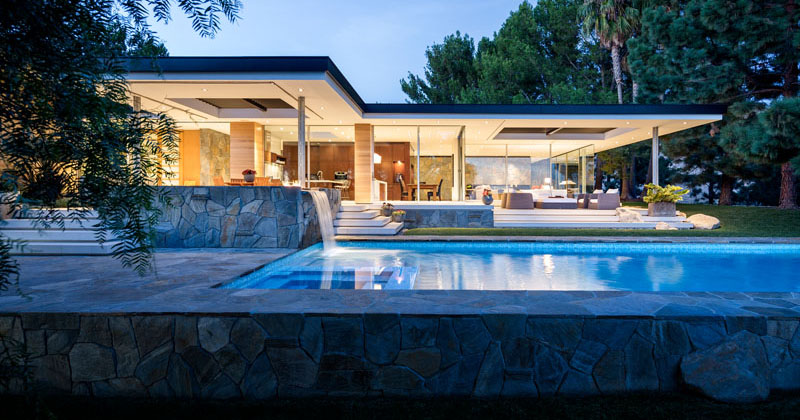 A 1949 International Style Home In Malibu Has Been Remodeled By Studio Bracket
