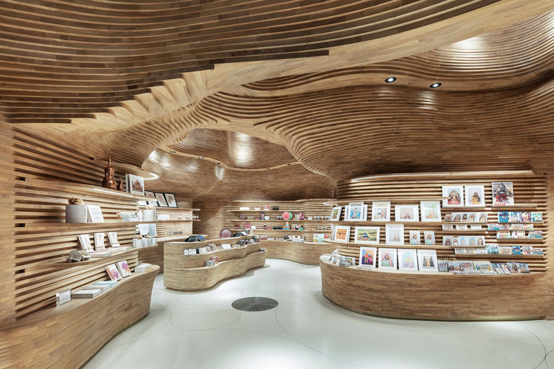 40,000 wood pieces have been used to create the interior of the gift shop at the National Museum of Qatar. #RetailDesign #RetailStore #ModernStore #Wood
