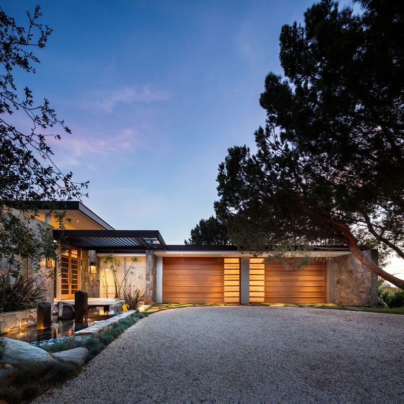 Studio Bracket has designed the contemporary remodel of a 1949 International Style Home in Malibu, California. #Architecture #HouseDesign