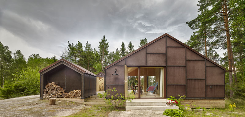 The blackened plywood facade gives this modern house a bold statement and pays homage to the Swedish building tradition of using wood. #BlackenedPlywood #Architecture #ModernHouse