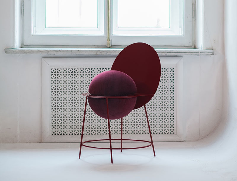 Russian designer Katia Tolstykh, has designed the PROUN Chair, a modern and sculptural chair that combines the hard surface of metal with a spherical cushioned seat. #ModernFurniture #Seating #SculpturalChair #Design