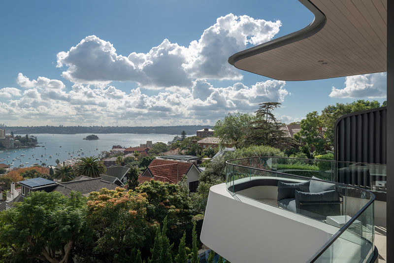 This modern house features a cantilevered balcony with views of Sydney Harbour. #CantileveredBalcony #ModernArchitecture