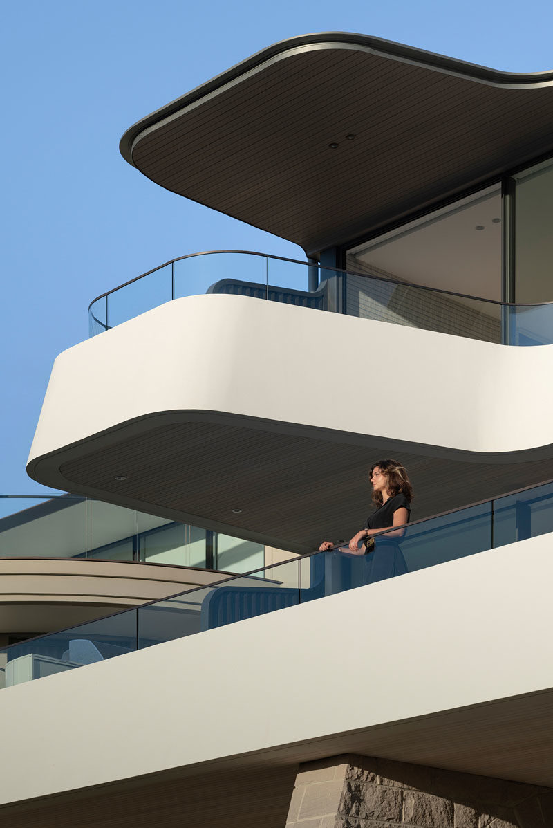 This modern balcony cantilevers out over the outdoor space below, that's located off the living areas. #CantileveredBalcony #ModernArchitecture