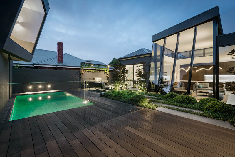 LSA Architects has designed a modern house addition for an original Victorian home in Melbourne, Australia. #ModernHouseAddition #Architecture #ModernHouse #SwimmingPool