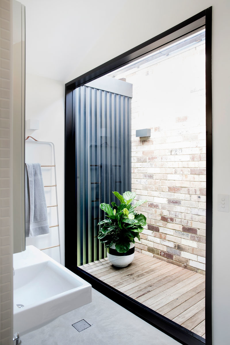 This small courtyard, which can be accessed via a door in the hallway, connects the old house with a new addition. #Architecture #InternalCourtyard #ModernHouse