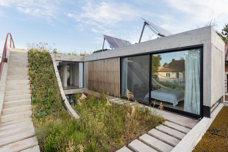 BAM! arquitectura has designed a modern concrete house in San Isidro, Argentina, for a client who is passionate about landscaping. #RooftopGarden #ModernConcreteHouse #ModernArchitecture