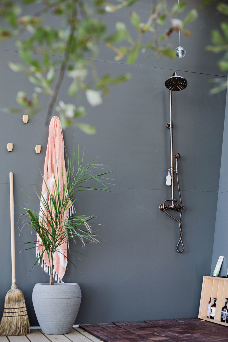 Outdoor Shower Ideas - This modern tiny house has an outdoor shower, that's tucked away at one end of the building. #OutdoorShower #ModernOutdoorShower