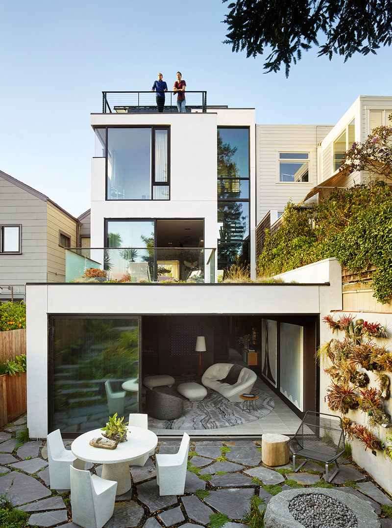 Landscaping Ideas - This modern house has a lower lounge that opens up to the rear patio, creating an indoor/outdoor entertaining space. #Landscaping #Architecture