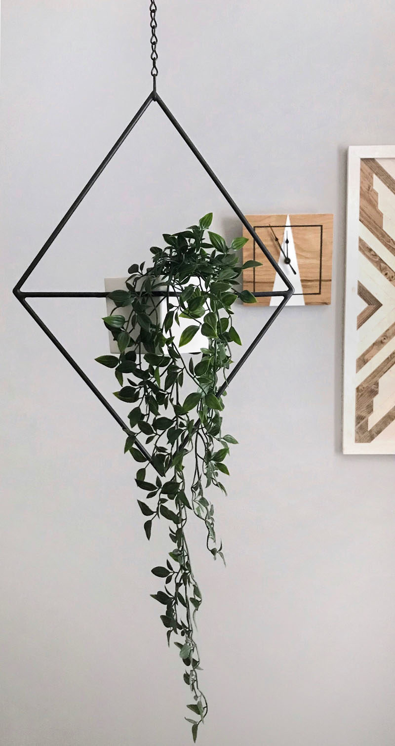 Decor Ideas - The Village Craft Co. have created 'Jasper', a modern hanging planter that combines minimalist design with geometric shapes. #ModernPlanter #HangingPlanter #ModernHomeDecor #DecorIdeas