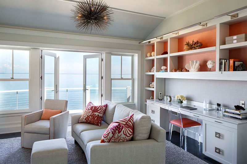Living Room Ideas - In this casual living room, there's a built-in desk that also features custom-designed shelving. #LivingRoomIdeas #LivingRoom #BuiltInDesk #HomeOffice #Shelving
