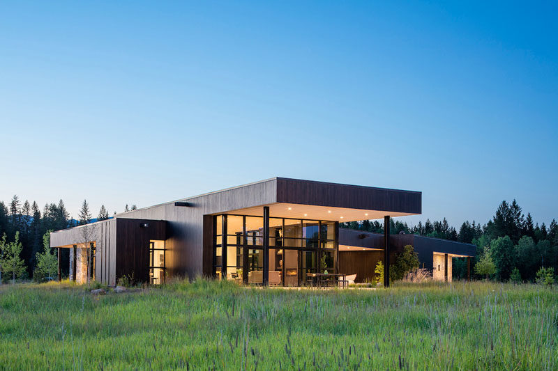 Architecture firm CTA | Cushing Terrell, has designed a modern house that sits on ten acres near Whitefish, Montana. #ModernHouse #HouseDesign #ModernArchitecture