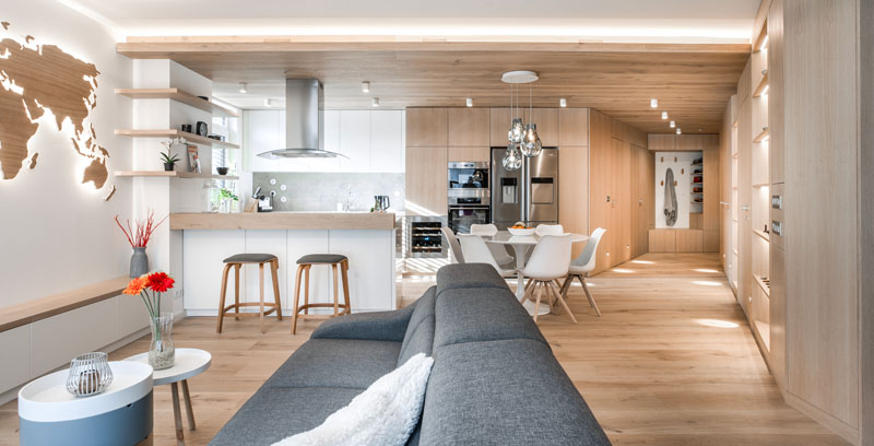 The Interior Of This Apartment Is Filled With Wood To ...