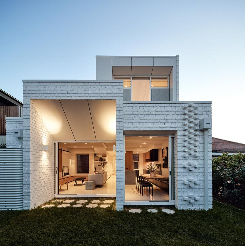 Architecture firm Atelier Red + Black, together with builder Kleev Homes, have recently completed a modern white brick extension for a house in Northcote, a suburb of Melbourne, Australia. #WhiteBrick #ModernHouse #HouseExtension