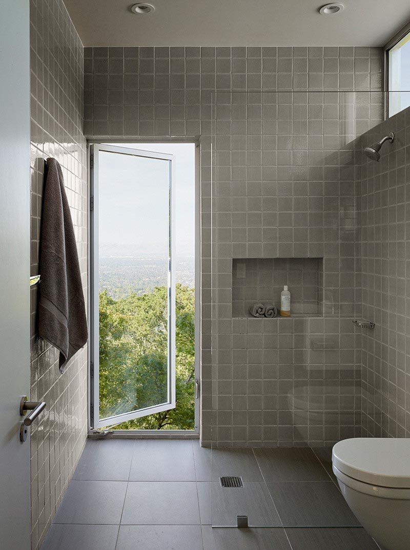 This modern bathroom has a horizontal shower niche for storage. #ModernBathroom #ShowerNiche #ShowerNicheIdeas #BathroomStorage
