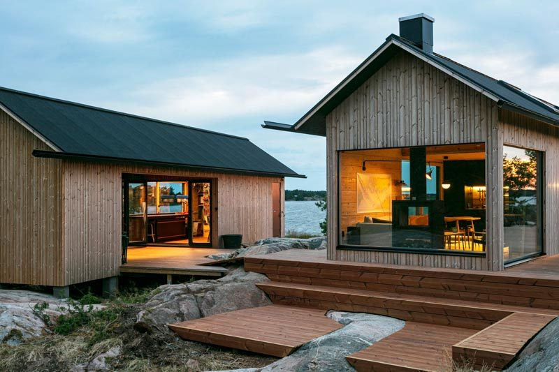 Aleksi Hautamäki and Milla Selkimäki of Bond Creative Agency, has recently completed a modern summer cabin located in the Finnish Archipelago. #Cabin #ModernCabin #ModernArchitecture