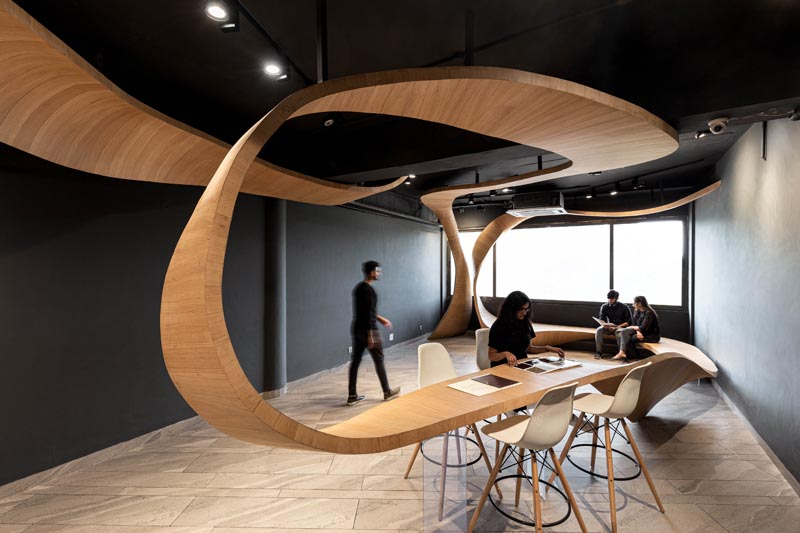 Studio Ardete has designed a ribbon-like sculptural wood installation for their client who sells veneers and plywood. #Wood #Design #RetailDesign