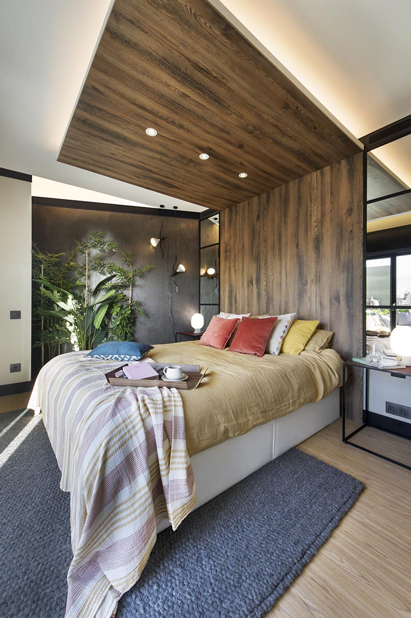 A Wrap Around Wood Headboard Helps Define The Bed S Space In This Room
