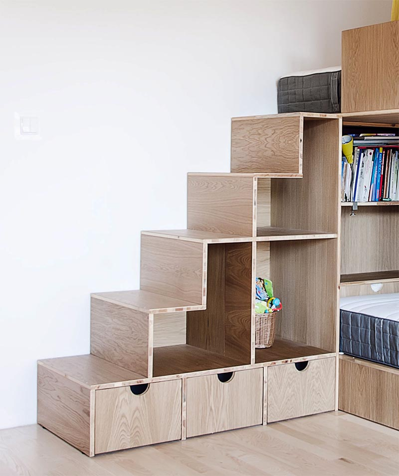 The design of the bunk beds, has the three beds at different levels, with the upper bed accessed via a set of stairs that has open shelving and also doubles as toy storage. #BunkBedStairs #BunkBed #StairsWithStorage #KidsBedroom