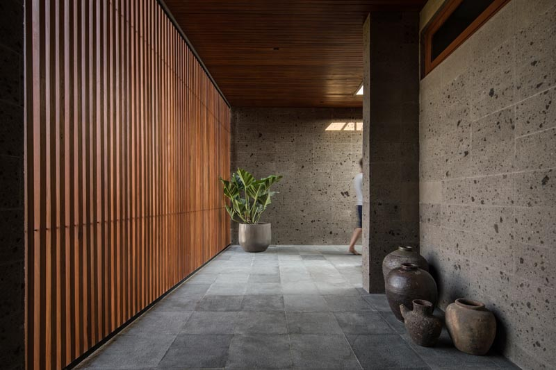 Different passages, walkways and spaces of reclaimed timber and locally sourced sandstone, lead through the house, connecting the various social and privates areas. #ModernHouse #ModernInterior #ModernHallway #WoodSlat #Sandstone