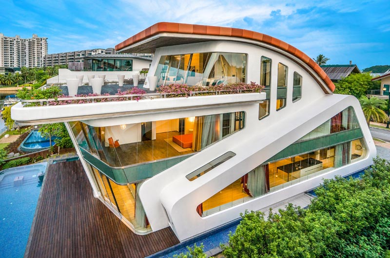A modern villa with a curved rood, cantilevered balcony, and angled features. #Architecture #ModernVilla