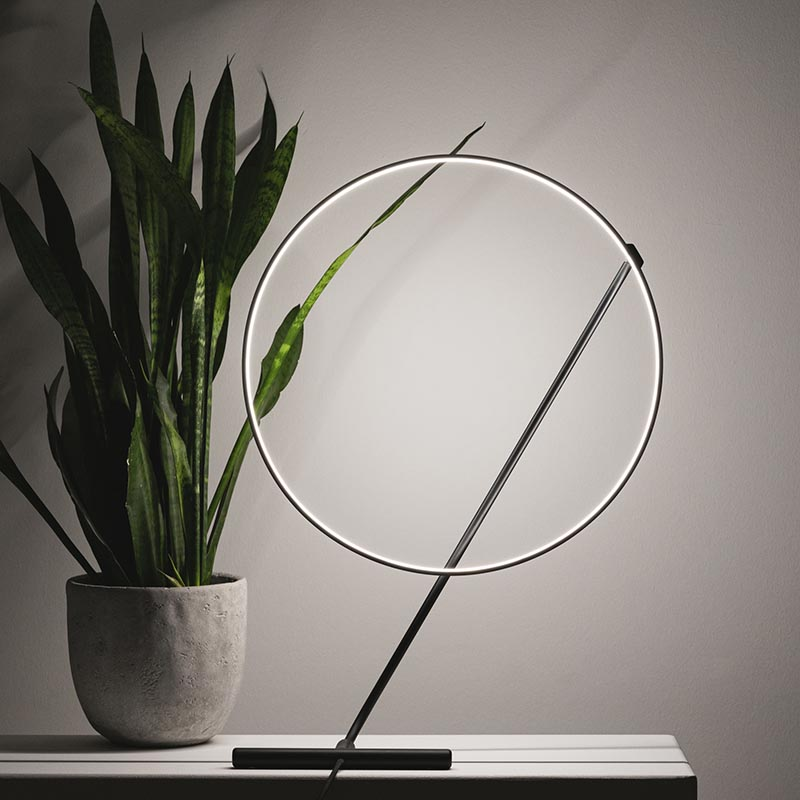 A glowing circle that freely levitates around a line. By changing the position, POISE can have a dynamic or static appeal. #ModernTableLamp #Lamp #Lighting