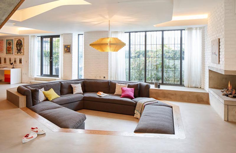 Patalab Architecture designed a the remodel of house in London, England, and as part of the interior design, a sunken lounge was included in the living room. #SunkenLounge #SunkenLivingRoom #SunkenCouch #SunkenSofa #LivingRoomDesign #InteriorDesign