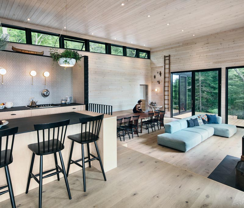 VFA Architecture + Design has designed the Lake Joseph Cottage in Ontario, Canada, that features a walkway that also doubles as bench seating. #DiningBench #BuiltInBench #DiningRoom #InteriorDesign