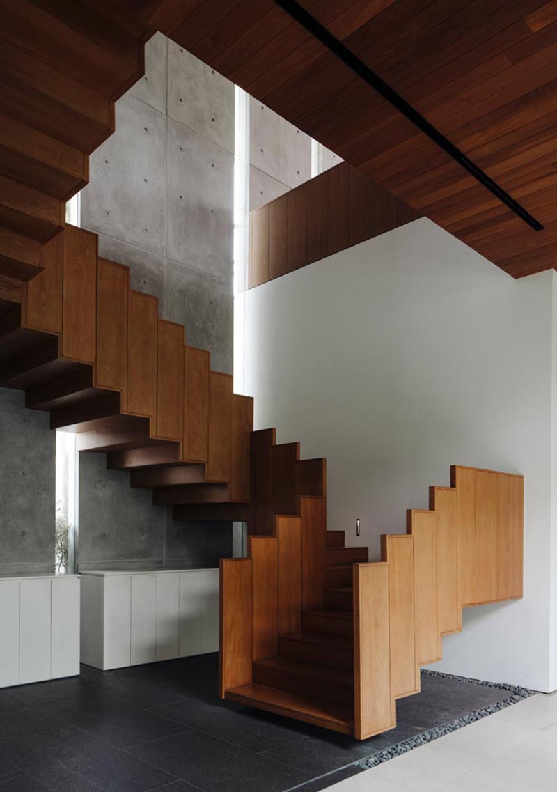 Ming Architects has designed a house in Singapore, and one of the stand out features of the house, is a floating wood staircase and its guardrail. #FloatingStairs #WoodStairs #ModernStairs #WoodGuardrail #StairDesign #StairHandrail