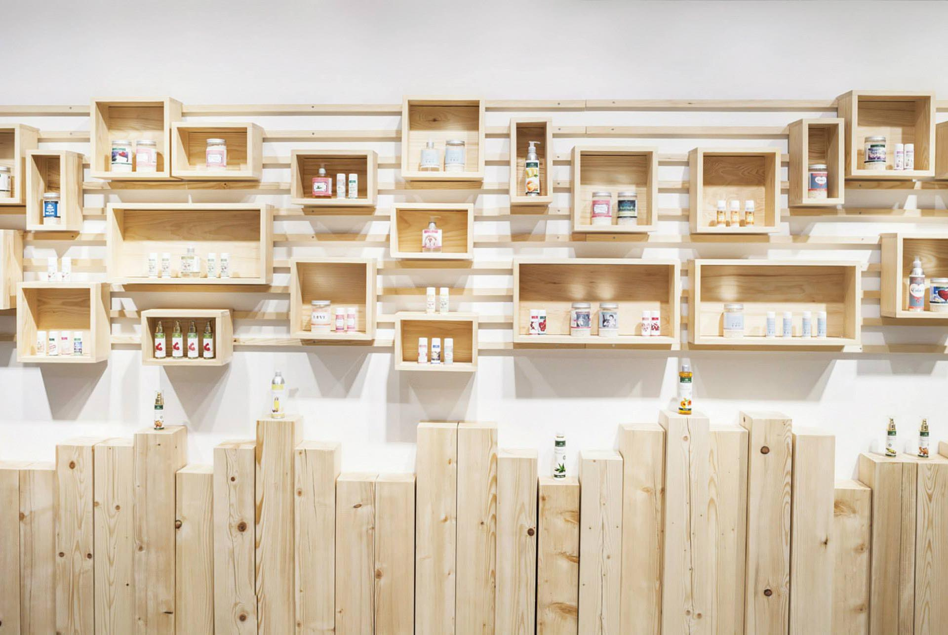A wood shelving system made from wood boxes that are designed with cleats.