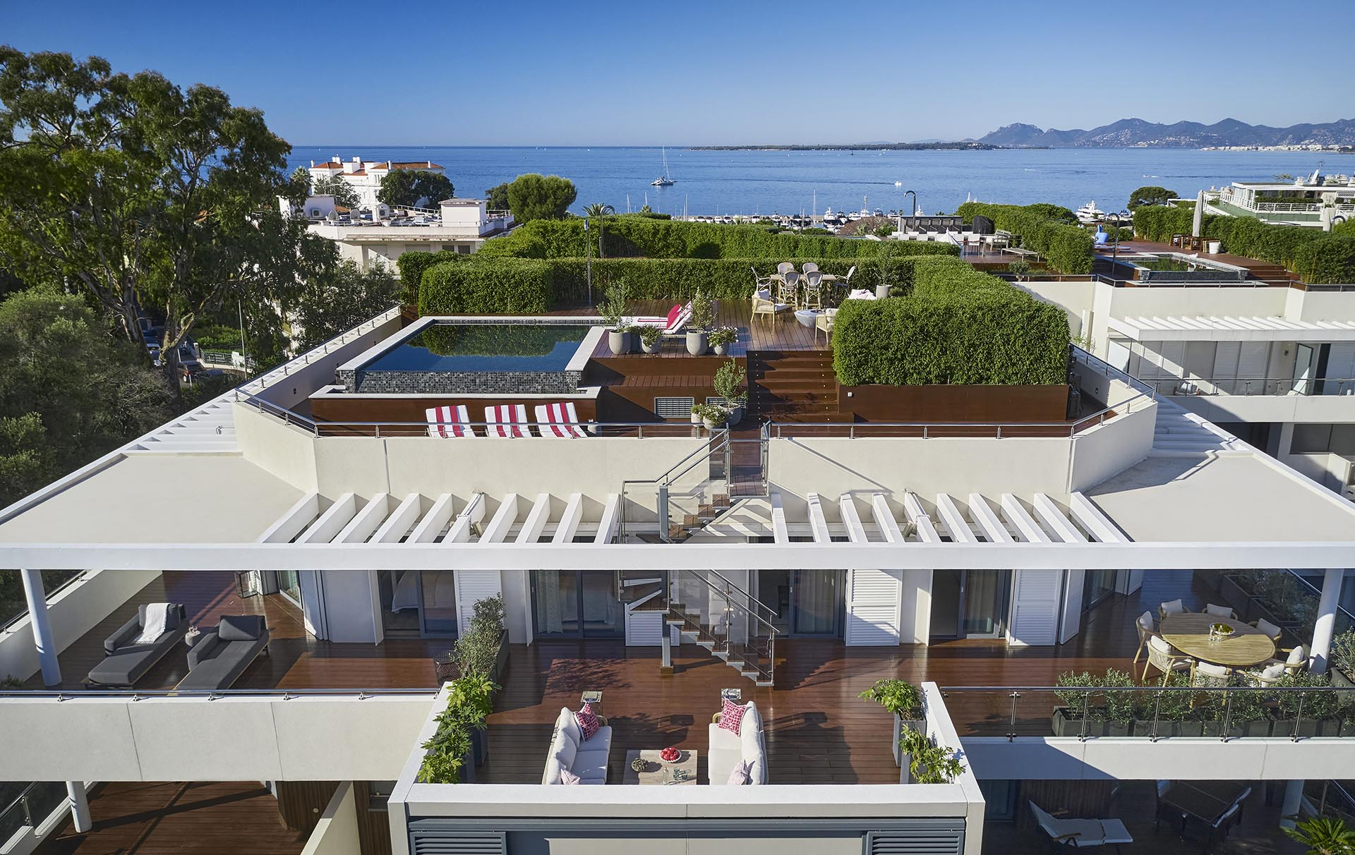 An Exceptional Rooftop Pool And Terrace Was Placed On Top Of This Apartment